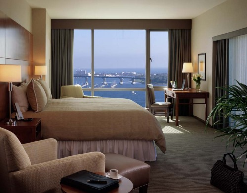 omni-guestroom_bed-view